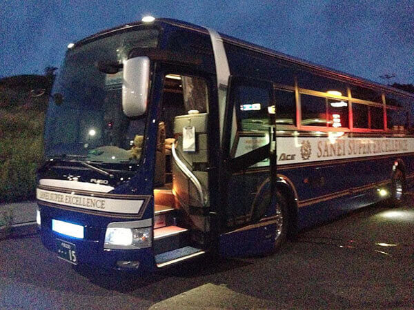 搭乘的夜行巴士外觀